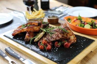 Grilled_meat_platter_.jpg